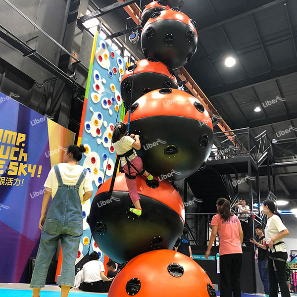Great Display Of Indoor Climbing Skills, Let You Learn Rock Climbing Easily.