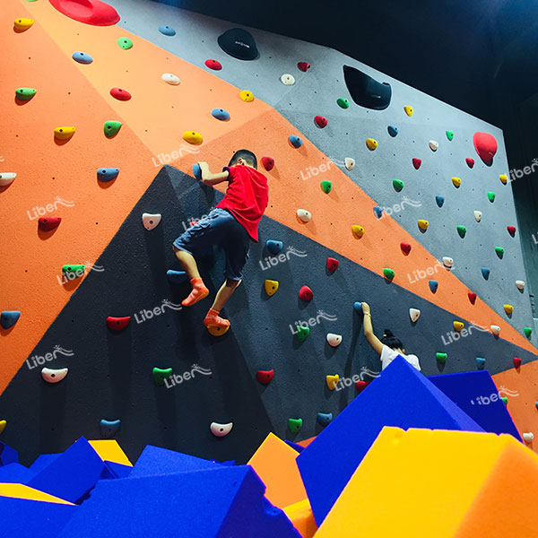 How Many Employees Does It Take To Open An Indoor Climbing Hall? How Do You Avoid Losing Quality Employees?
